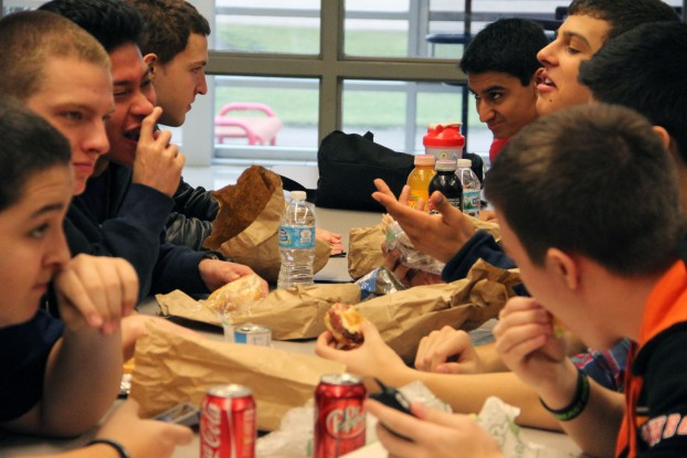 Students eating their bagged lunches from home during 3rd period lunch in the cafeteria. Photo by Victoria Robles