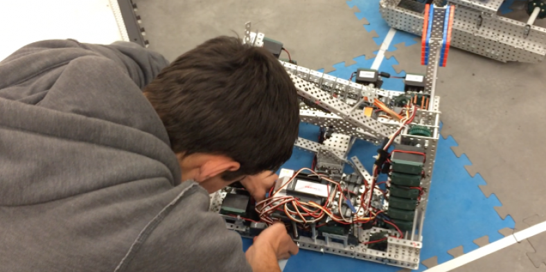 VEX Robotics Club to go to Nationals